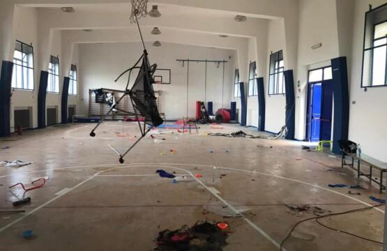 Atti vandalici alla palestra delle Scuole Medie