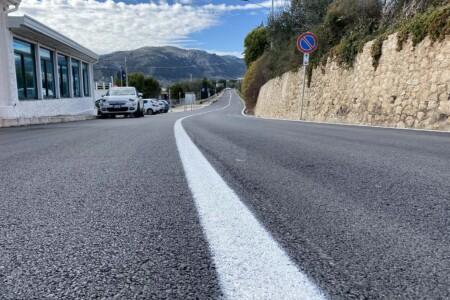 Lavori di realizzazione della segnaletica orizzontale sulla Strada Comunale del Mare