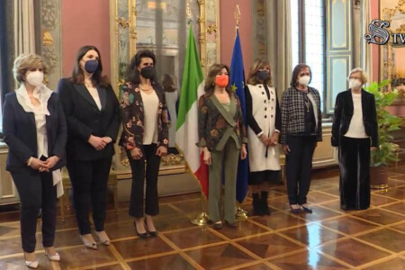La dott.ssa Nunzia Pia Placentino (la seconda da sinistra), insieme ad altri 4 vertici di società scientifiche, a Palazzo Giustiniani dalla Presidente del Senato Casellati